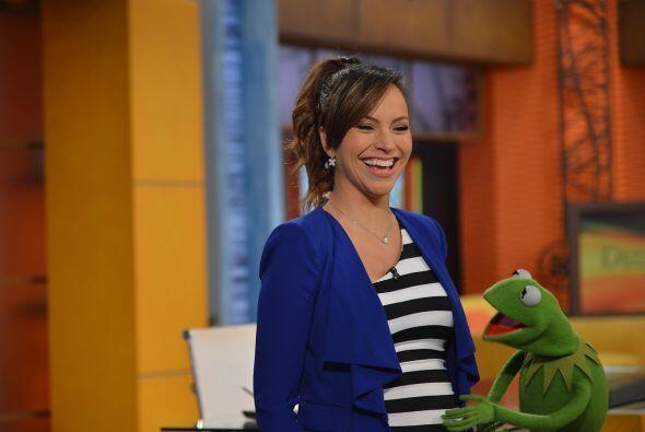 Kermit platicó con el bebito de Satcha y tocó la pancita de nuestra cond...