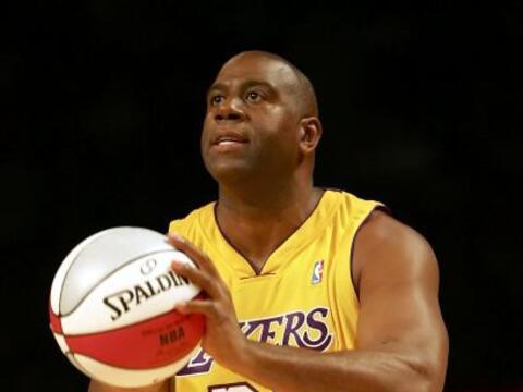 La gran estrella del baloncesto Magic Johnson, anunció el 7 de no...