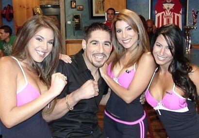 Margarito quería boxear con las tres a la misma vez...