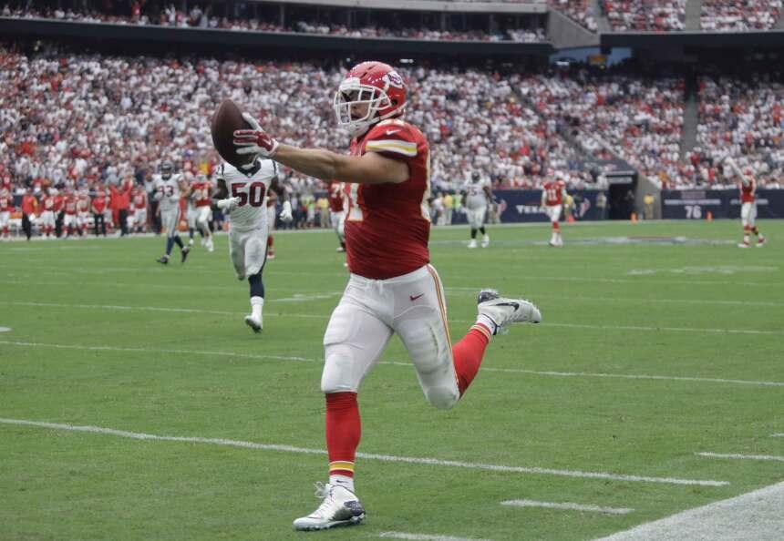 Travis Kelce anotó 2 touchdowns y los Chiefs vencieron 27-20 a los Texans.