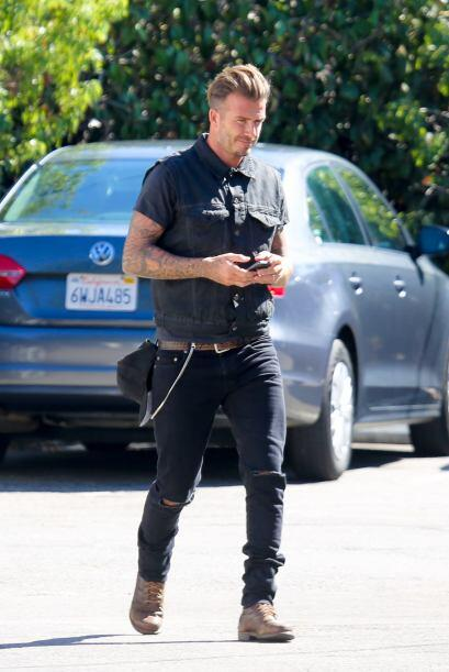 Por más famoso que sea, parece que Beckham no ha perdido el piso...