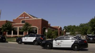 Tiroteo en un banco deja a tres empleadas heridas en el norte de Texas