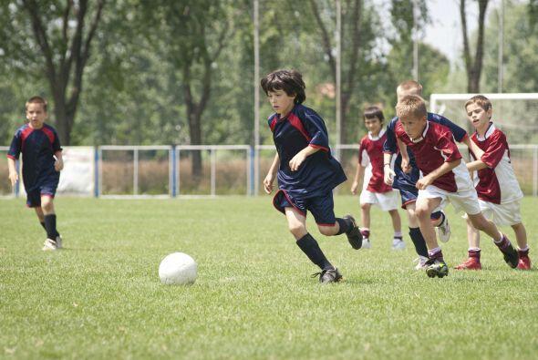 Si de varones se trata, los deportes en equipo suelen ser un buen empujó...