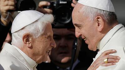 Francisco y Benedicto XVI se encuentran para la fiesta de los abuelos