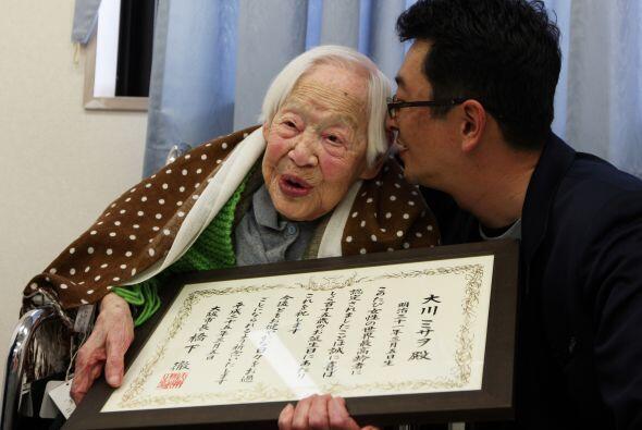 Desde hace 18 años, Okawa vive en un hogar de retiro donde tiene muy pen...