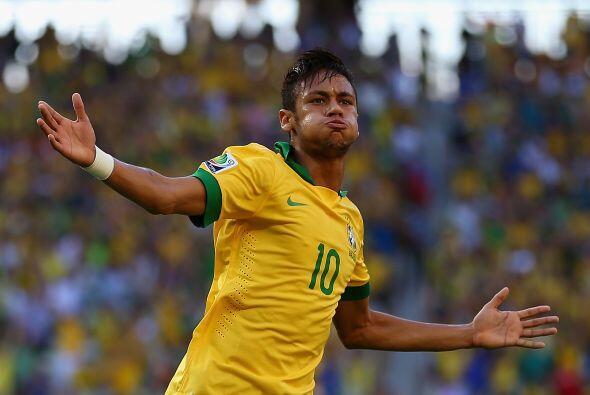 Neymar. Posición: Delantero. Fecha de Nacimiento: 5 de febrero de 1992 (...