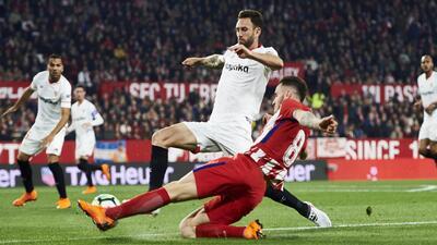 Sevilla buscará comprar a Miguel Layún a final de temporada