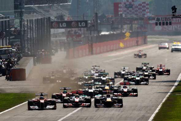 El alemán Sebastian Vettel ganó en Monza, cerca de Mil&aac...
