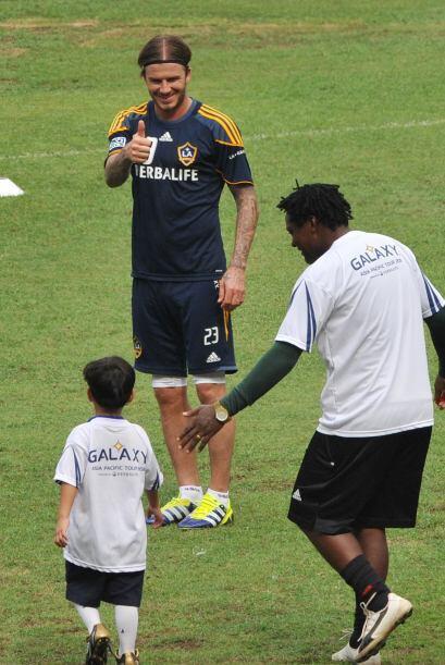 Ya con los niños, realizaron unas clínicas futbolísticas.