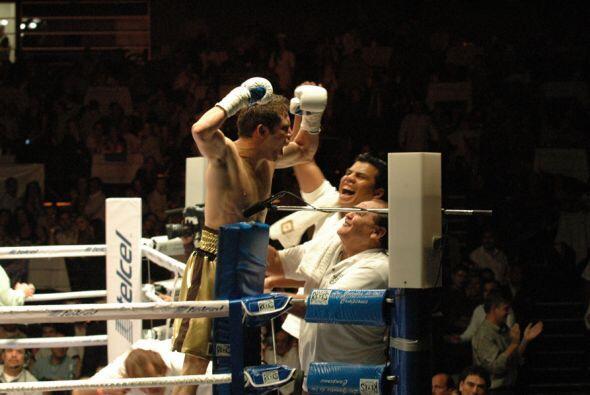 Cuadras celebró con todo el nocaut sobre García.