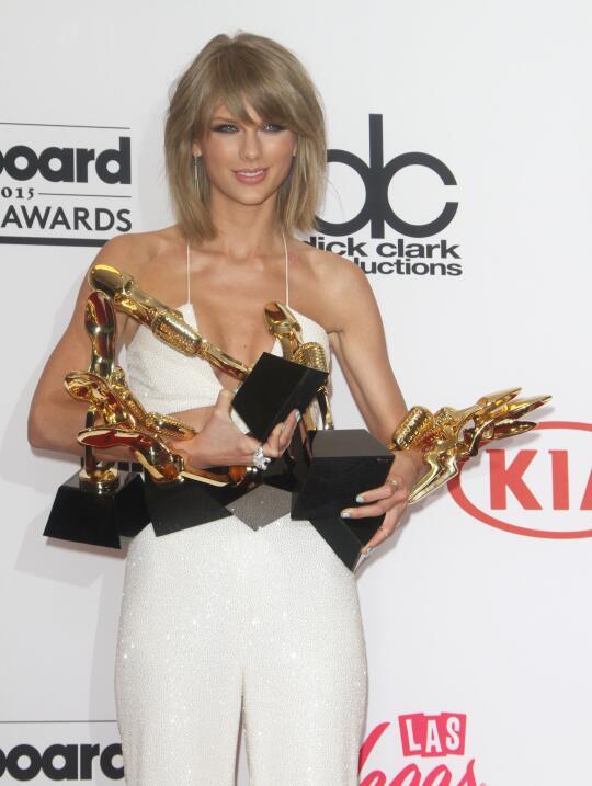 Taylor volvió a cambiar su estilo para la gala de los premios Billboard...