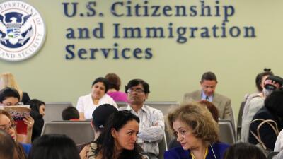 Una oficina el Servicio de Ciudadanía y Naturalización de Estados Unidos...