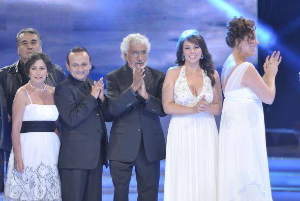 Giselle González y Roberto Gómez agradecieron a su elenco y prometieron...