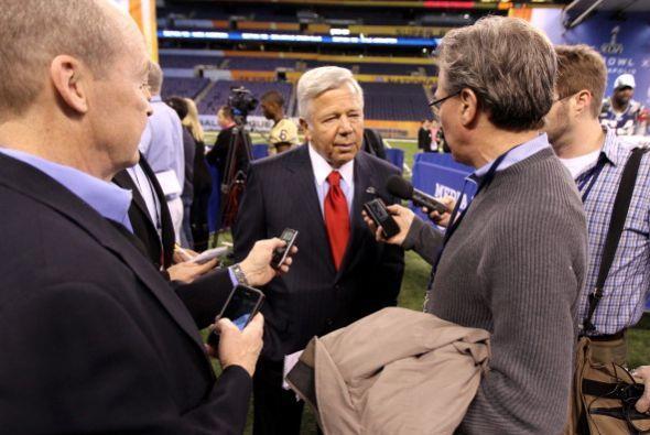 Robert Kraft, dueño de los Patriots, respondió algunas preguntas.