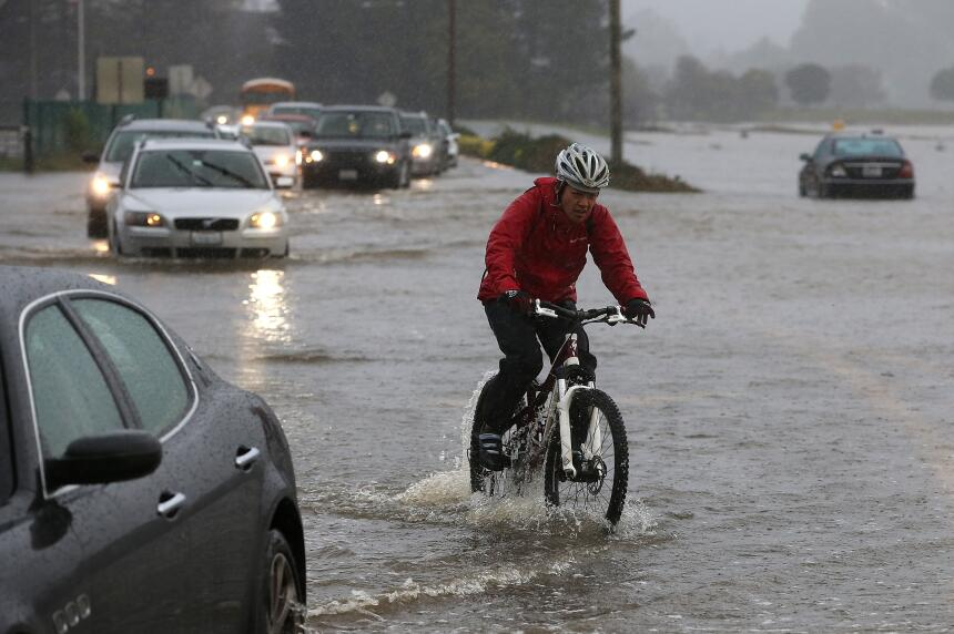 Las lluvias del mes de diciembre de 2014 causó graves trastornos al tráf...