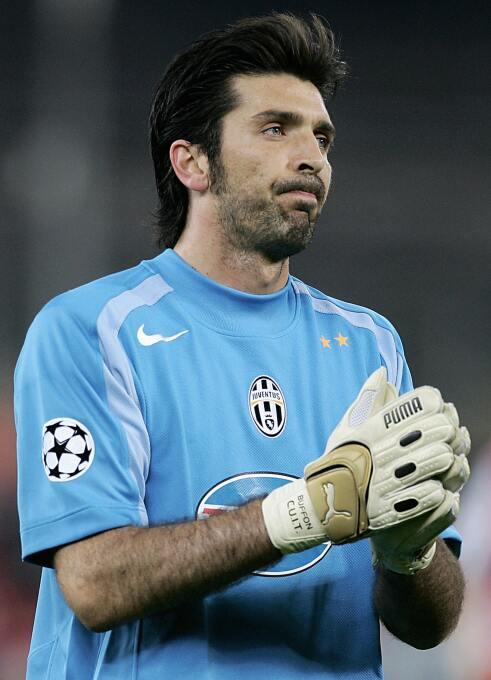Portero: Gianluigi Buffon de la edición FIFA 2005. Tenía una media de 97.
