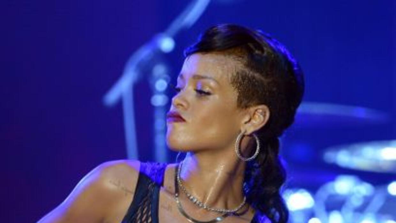 La intérprete de 'Diamonds' hizo esperar casi dos horas a su público en...