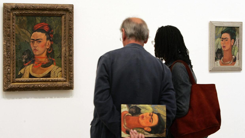 Frida Kahlo pintó 'Autorretrato con mono' en el 1940, tras separ...