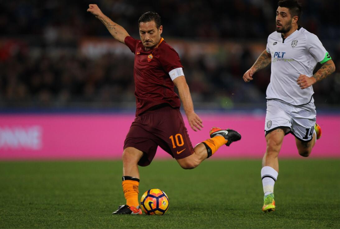Francesco Totti (A.S. Roma) - Otro de esos jugadores icónicos en un fútb...