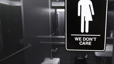 Dos mujeres siguieron a una transgénero al baño, la atacaron y ahora están acusadas de violencia sexual