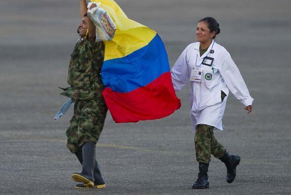 Abril 2- Las Fuerzas Armadas Revolucionarias de Colombia (FARC) liberan...