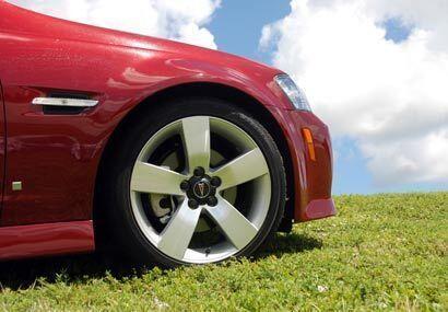 El frente tiene grandes similitudes con la Serie 3 de BMW.