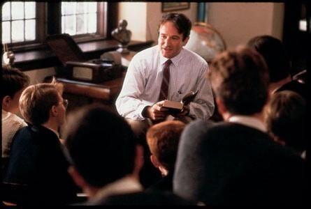 Junto a un elenco de jóvenes actores, Williams realizó un rol como un pr...
