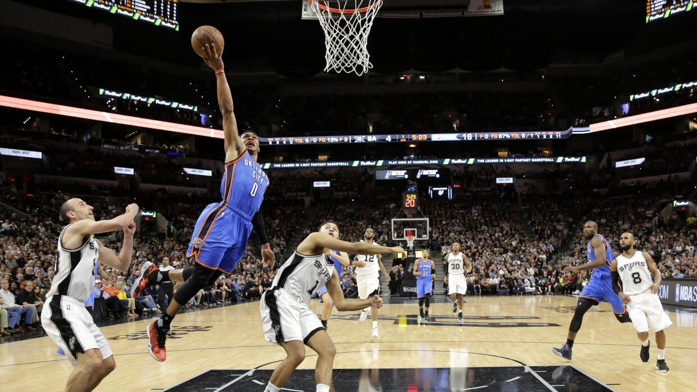 Westbrook anotó 29 puntos y Durant 28.