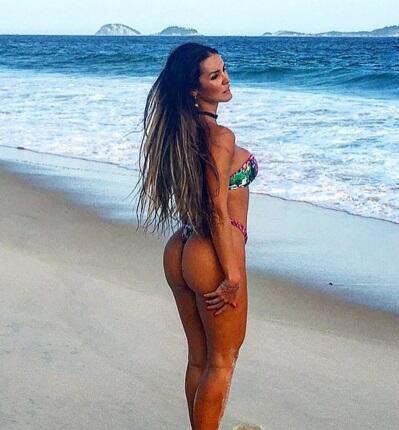 Carol es una exuberante brasileña que se le preguntó que quien era su de...