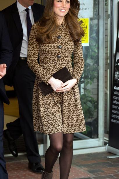 Kate nos muestra que el 'clutch' es una bolsa indispensable.