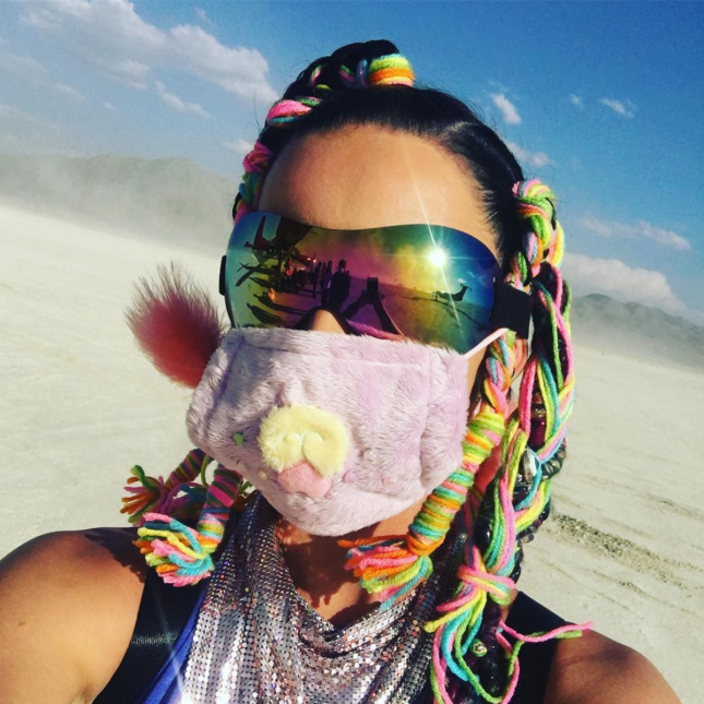 Katy Perry de colores en Burning Man 2016.