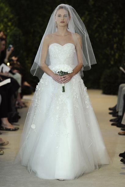 El vestido de la novia también tiene que incluir detalles con mucho bril...