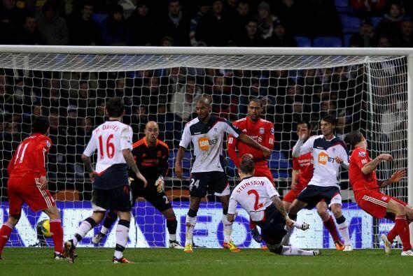 Liverpool no pudo ante el Bolton y cayó claramente por 3 a 1.