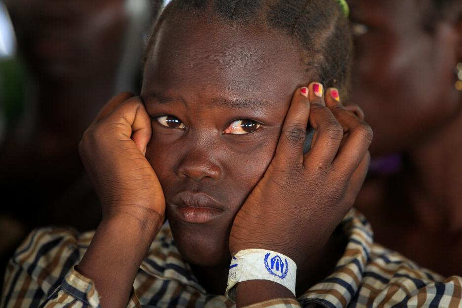 Sudán del Sur: Niña que huye del conflicto de Sudán del Sur, al llegar a...
