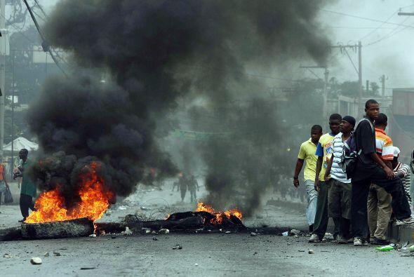 Violentas protestas callejeras emergieron luego que poco más de una sema...