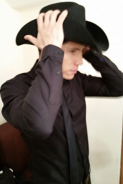 Sombrero, traje, actitud...