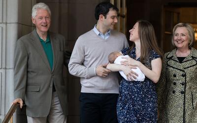 Chelsea Clinton presentó a su bebé al estilo Kate Middleton