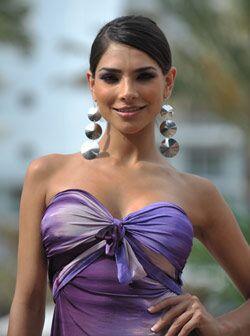 Alejandra Espinoza, la modelo de Sábado Gigante, fue al aniversar...