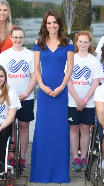 Los 50 mejores vestidos que usó Kate Middleton en 2016 GettyImages-53904...