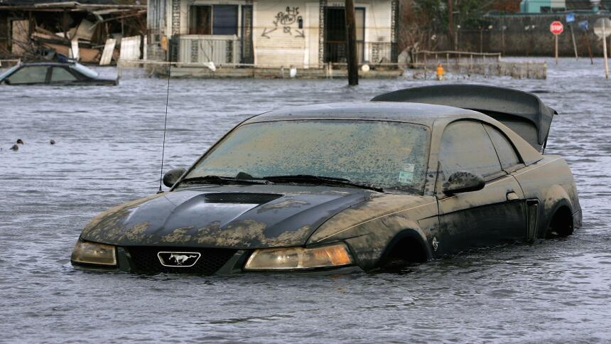 Qué hacer cuando se inunda tu automóvil  GettyImages-55762836.jpg