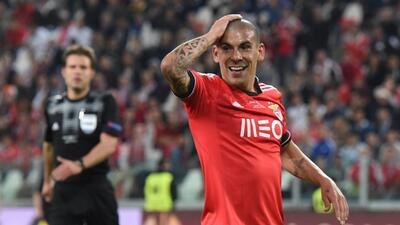 Oporto confirma fichaje de  Maxi Pereira