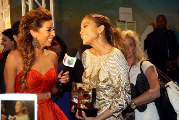 No cabe duda que la actriz y cantante se la pasó muy bien detrás de bamb...