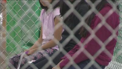 Niños inmigrantes que ingresan al país sin familia permanecen bajo custodia del gobierno en promedio 59 días