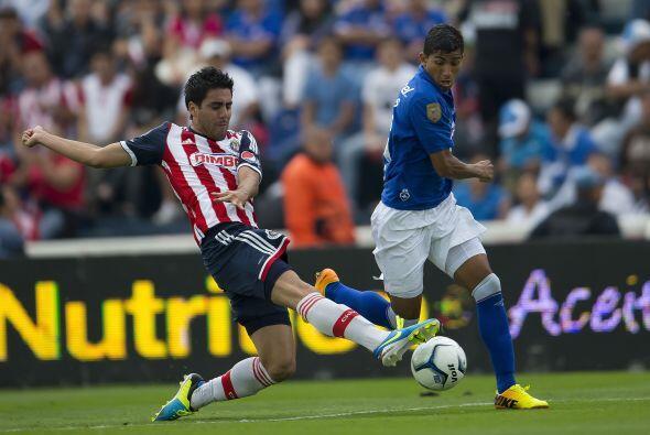 Néstor Vidrio, el jugador de las Chivas es amonestado de forma constante...