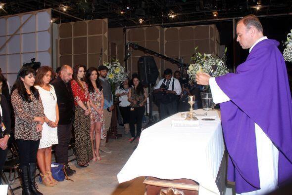 Mira las fotos de la misa por el inicio de grabaciones de esta historia...