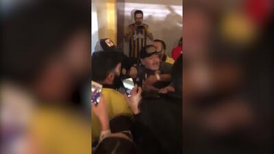 Maradona explotó; el Diego se fue entre insultos y golpes