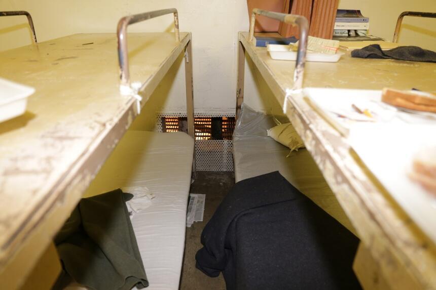 Celda de la que escaparon los reclusos por el conducto de ventilación