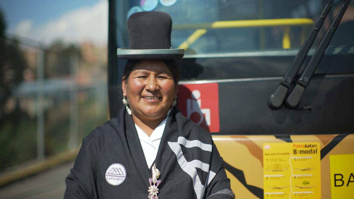 Todas las cholitas son luchadoras: conductora de bus