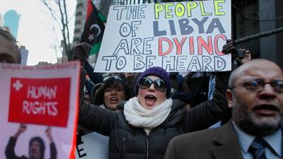 En Nueva York, decenas de personas protestaron frente a la mision de Lib...