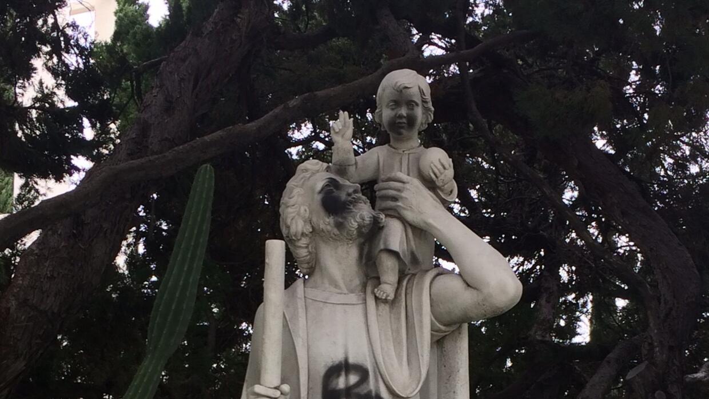 La iglesia católica St. Christopher en West Covina fue víc...